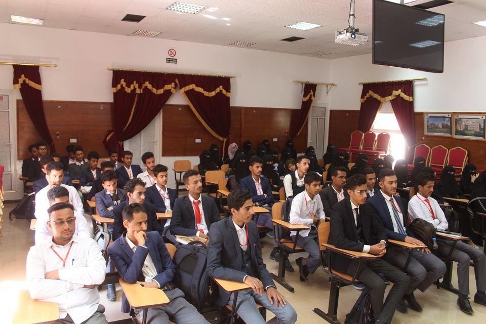 رئيس الجامعة يترأس اجتماع لطلبة كلية الطب البشري - جامعة جبلة للعلوم الطبية والصحية